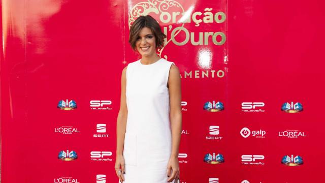 Andreia Rodrigues decora casa para o Natal e mostra momento aos fãs
