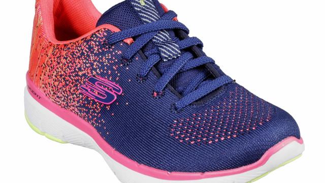 Skechers sugere sapatilhas coloridas para os dias frios de inverno