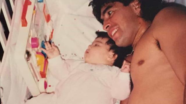 Filha de Diego Maradona homenageia pai nas redes sociais