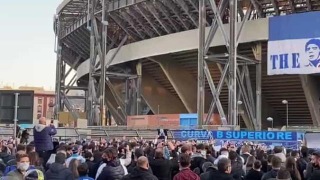 Napoli joga hoje, mas adeptos só querem saber de... Maradona