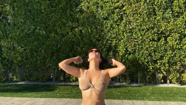Kourtney Kardashian volta a destacar-se em biquini