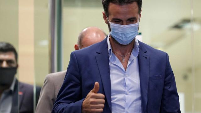 Justiça ordena buscas a casa e consultório do médico de Maradona