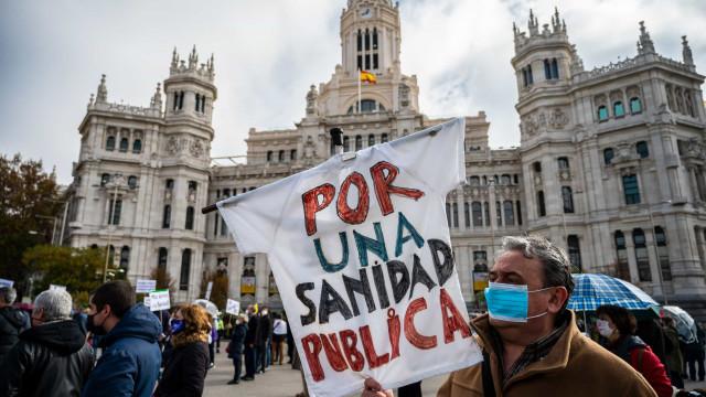 AO MINUTO: Madrid na rua pela Saúde Pública; Nova Iorque reabre escolas