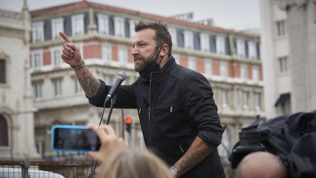 Após ser hospitalizado, Ljubomir Stanisic regressa ao protesto
