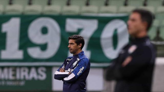 Abel Ferreira está infetado com Covid-19