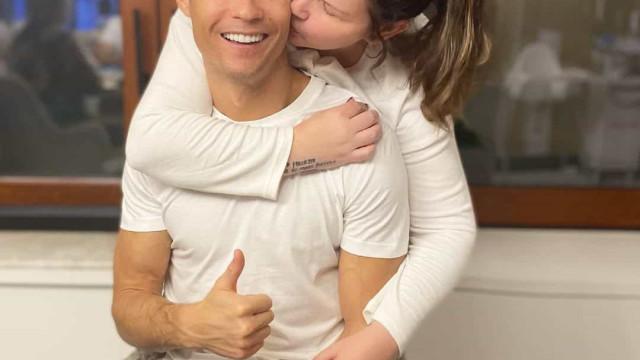 """""""Tanto tempo depois voltei a abraçar-te"""", diz Katia Aveiro ao lado de CR7"""