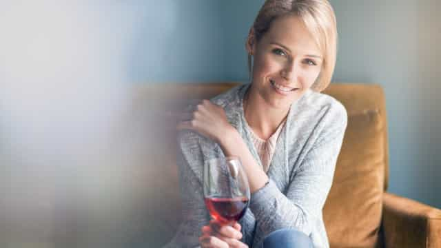Porque é que beber vinho lhe dá dores de cabeça?