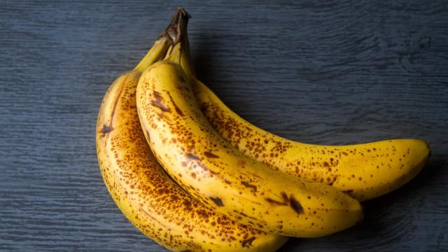 Não gosta de banana muito madura? Aprenda a conservar e congelar a fruta
