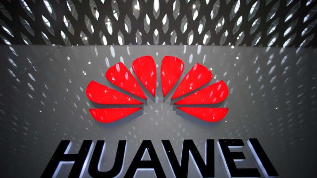 Huawei pondera abandonar mercado de telemóveis topo de gama, diz Reuters