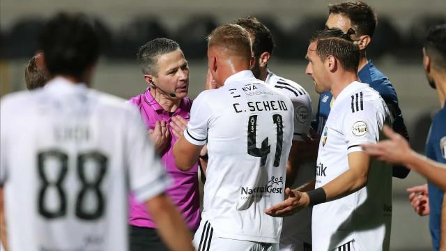 Farense pede reunião de urgência com o CA após derrota com o FC Porto