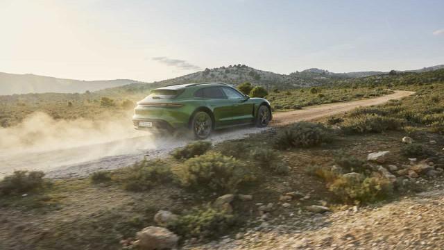 Porsche desvendou nova versão do elétrico Taycan