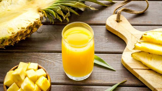 Sumo de ananás com chá verde. A bebida 'milagrosa' que seca a barriga