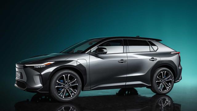 Toyota 'acelera' para futuro elétrico com novo SUV, o bZ4X