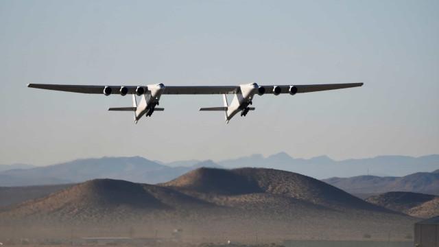 Vídeo mostra o maior avião do mundo a levantar voo