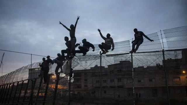 Cerca de 200 tentaram escalar cerca em enclave espanhol de Melilla