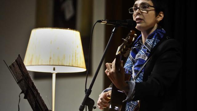Adriana Calcanhotto fecha trilogia dedicada ao mar e atua em Portugal