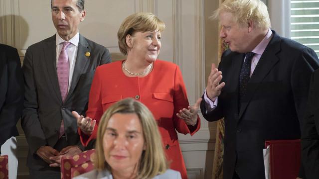 Angela Merkel reúne-se com Boris Johnson em Berlim para falar de Brexit