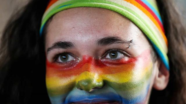 Senado brasileiro aprova projeto que criminaliza a homofobia
