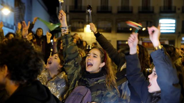 Mil mulheres espanholas morreram devido a violência de género desde 2003