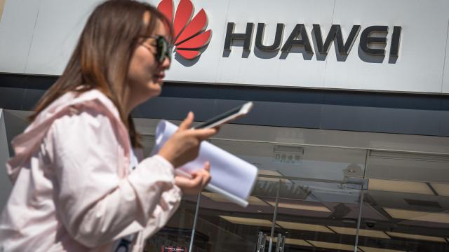 EUA suspendem por 90 dias aplicação de sanções à Huawei