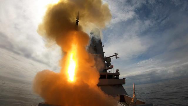 Novo navio de guerra britânico mobilizado para o Golfo