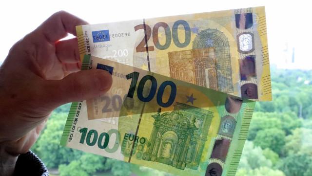 Novas notas de 100 e 200 euros têm a mesma cor, mas são mais pequenas