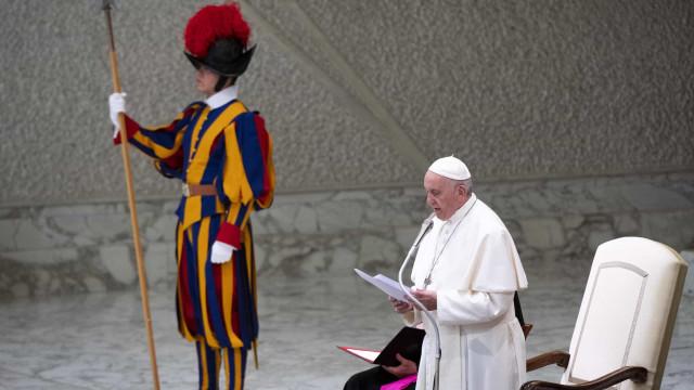 Papa Francisco apela a médicos que combatam o aborto