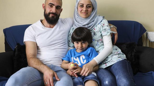 Casal sírio adia sonhos mas reencontra paz em Portugal