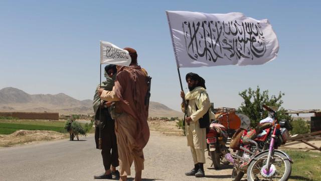 Talibãs permitem de novo operações da Cruz Vermelha no Afeganistão