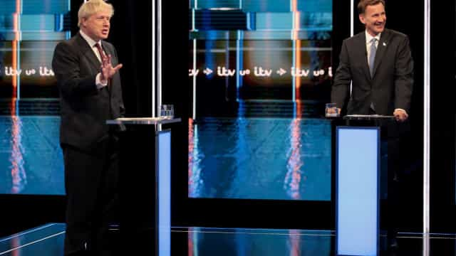 Boris Johnson e Jeremy Hunt protagonizam último debate