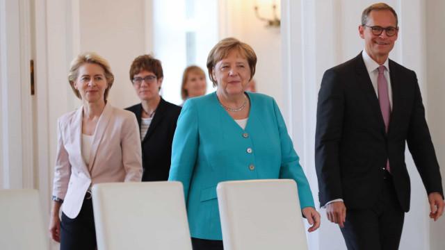 Merkel assinala atentado contra Hitler com apelo contra extrema-direita