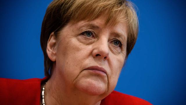 """Merkel insiste que se sente """"bem"""" e capaz de completar o seu mandato"""