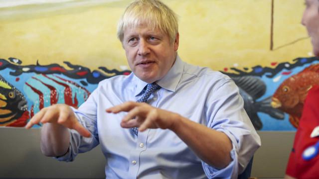 """Johnson diz que 'backstop' """"simplesmente tem de sair"""" do acordo do Brexit"""