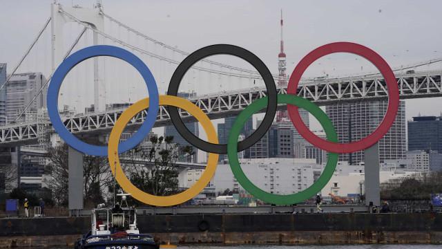 Anéis olímpicos na baía de Tóquio acessos a seis meses do início dos JO