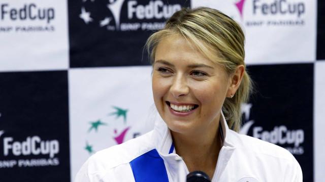 Sharapova disponibiliza número de telefone para ajudar fãs em isolamento