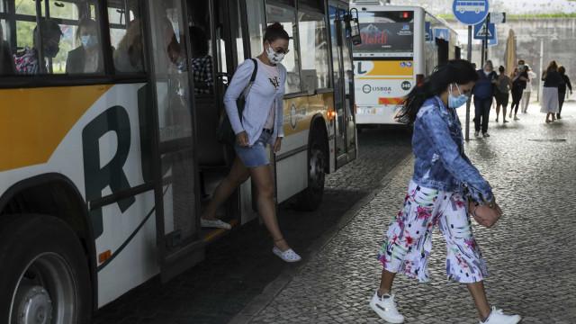 Parlamento aprova hoje uso obrigatório de máscaras na rua por três meses