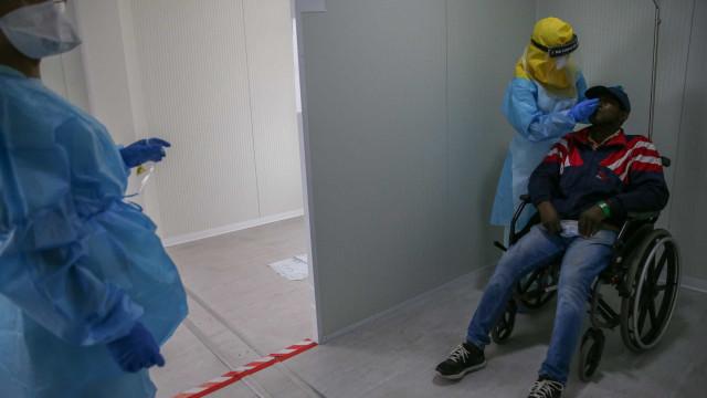 Covid-19: No maior hospital do país, a urgência chega ao limite