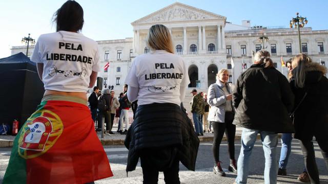 Cerca de 100 pessoas manifestaram-se sem máscara em Lisboa