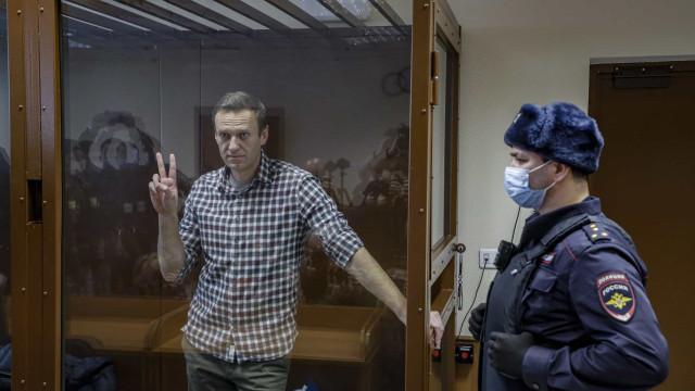 """Rússia: Navalny acusa Apple e Google de serem """"cúmplices"""" de Putin"""