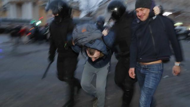 Polícia russa deteve 1.784 apoiantes de Navalny durante manifestações