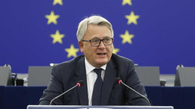 """Comissário europeu destaca """"mérito"""" de Portugal nas políticas sociais"""