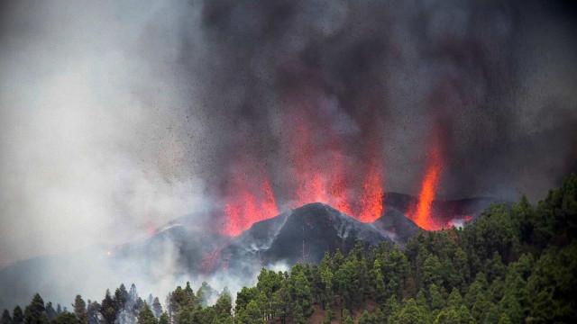 Vulcão nas Canárias destrói 100 casas. Mais de 5 mil pessoas retiradas