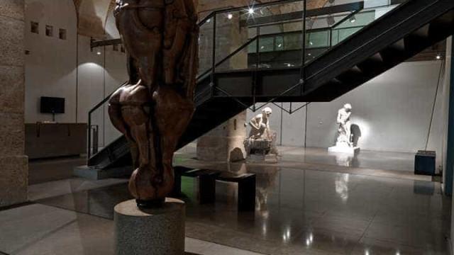 Percurso biográfico e criativo de Sarah Afonso no Museu do Chiado