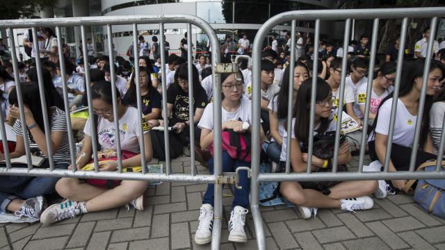 Ativistas de Hong Kong anunciam novos protestos caso lei não caia