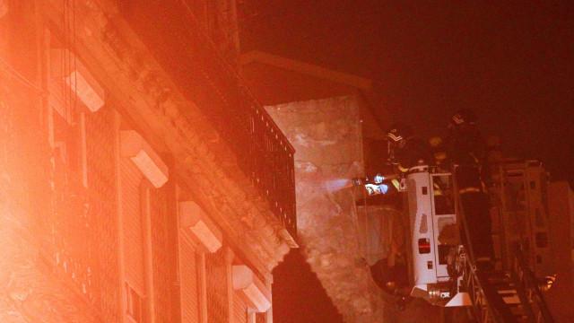 Famoso bar no Cais do Sodré parcialmente destruído por um incêndio