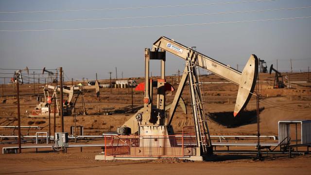 Mercado petrolífero tem neste momento reservas suficientes