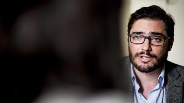 """João Oliveira vê """"cambalhotas"""" de PS, PSD e CDS e confia em triunfo"""