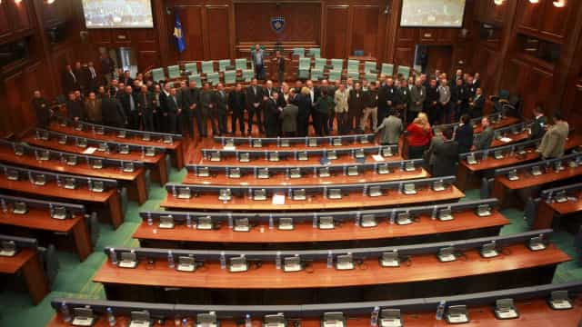 Aprovada dissolução do Parlamento e Kosovo vai para eleições antecipadas