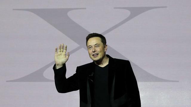 Elon Musk quer curar esquizofrenia com chip para cérebro
