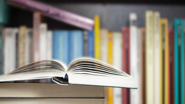 CDS pede explicações sobre pagamento de 'vouchers' para manuais escolares